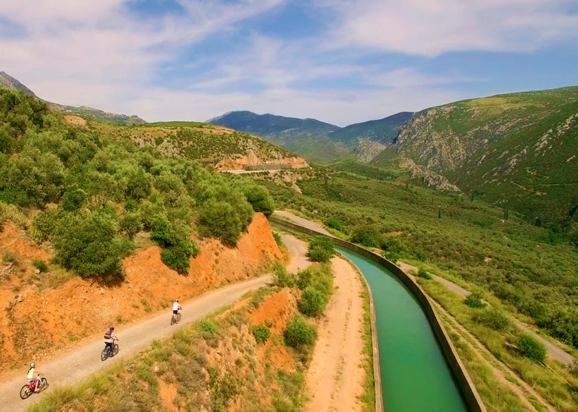 Trekking_Hellas_riding-near-Mornos-river