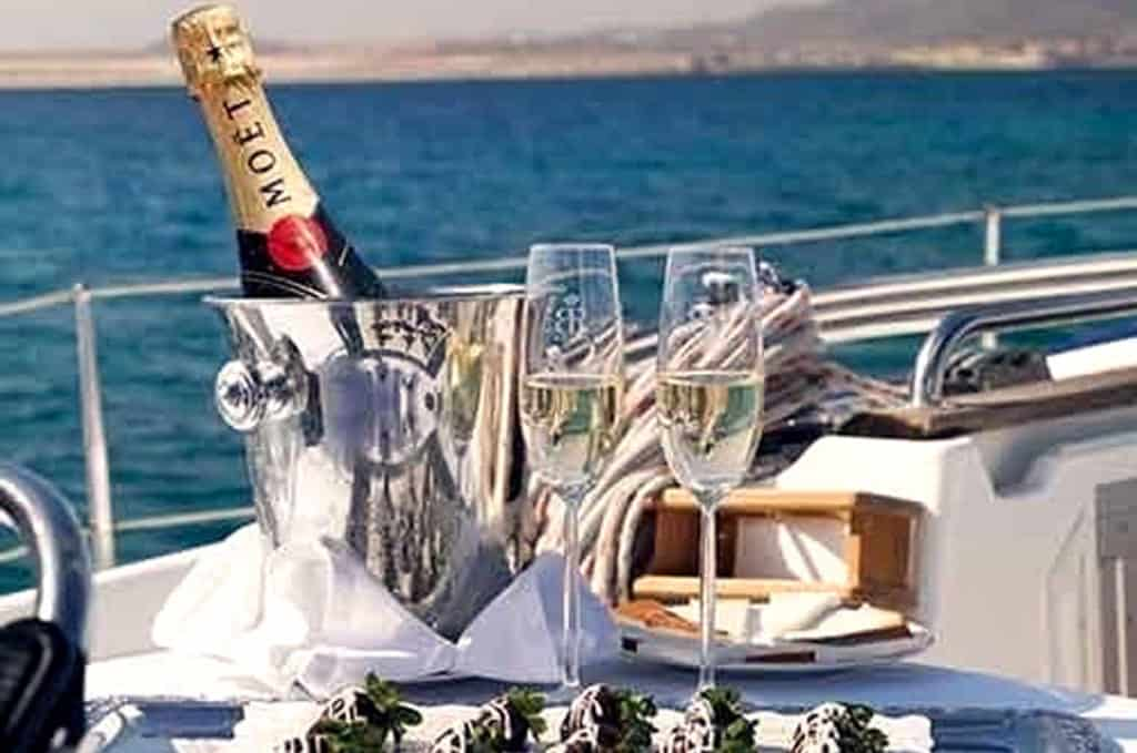cyclades skippered sailing with catering service